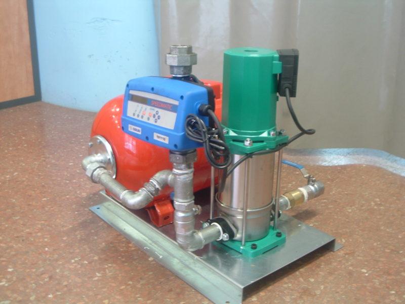 Foto de grupo de presión con variador de velocidad.